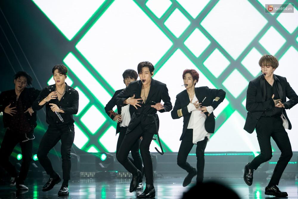 Cập nhật: GOT7 đem tới loạt hit siêu hot Never Ever, If You Do, Noo Phước Thịnh rước cả Hoa hậu Phạm Hương lên biểu diễn - Ảnh 51.