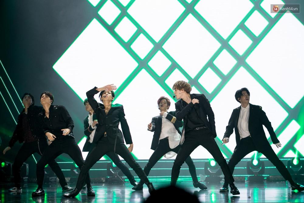 Cập nhật: GOT7 đem tới loạt hit siêu hot Never Ever, If You Do, Noo Phước Thịnh rước cả Hoa hậu Phạm Hương lên biểu diễn - Ảnh 52.