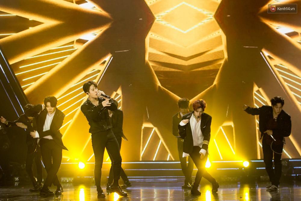 Cập nhật: GOT7 đem tới loạt hit siêu hot Never Ever, If You Do, Noo Phước Thịnh rước cả Hoa hậu Phạm Hương lên biểu diễn - Ảnh 53.