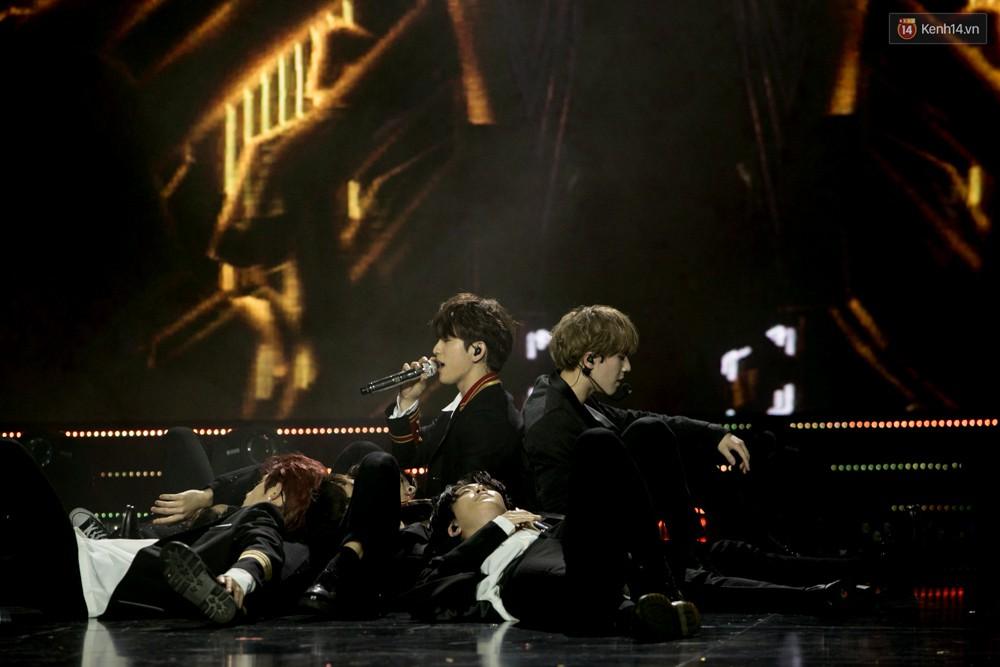 Cập nhật: GOT7 đem tới loạt hit siêu hot Never Ever, If You Do, Noo Phước Thịnh rước cả Hoa hậu Phạm Hương lên biểu diễn - Ảnh 55.