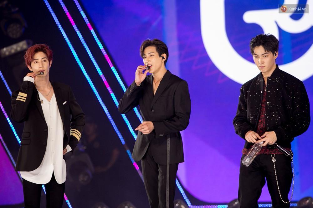 Cập nhật: GOT7 đem tới loạt hit siêu hot Never Ever, If You Do, Noo Phước Thịnh rước cả Hoa hậu Phạm Hương lên biểu diễn - Ảnh 60.