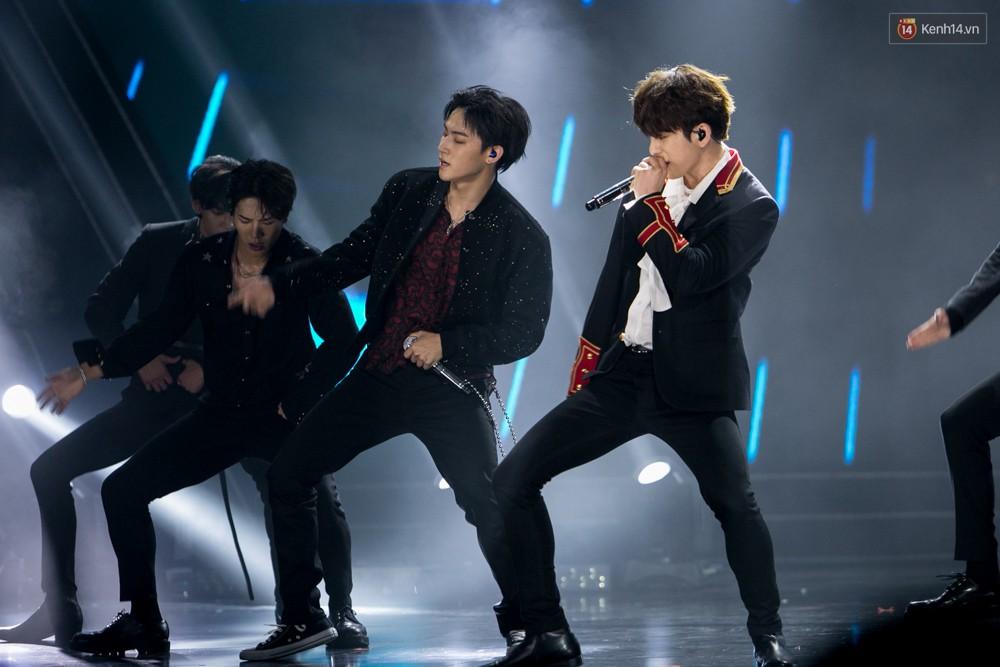 Cập nhật: GOT7 đem tới loạt hit siêu hot Never Ever, If You Do, Noo Phước Thịnh rước cả Hoa hậu Phạm Hương lên biểu diễn - Ảnh 61.