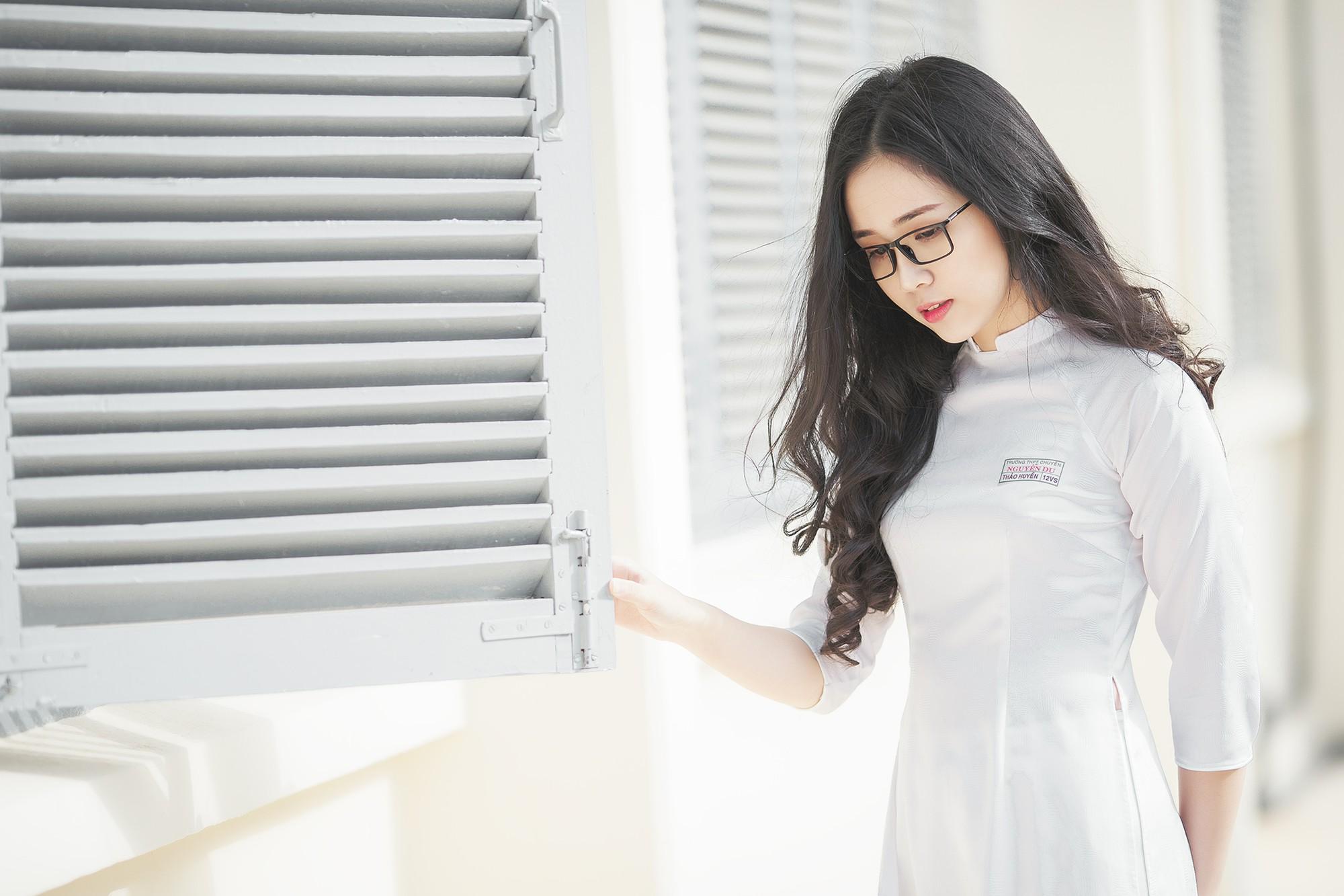 Không thể rời mắt trước bộ hình áo dài quá xinh của nữ sinh 2000 đến từ Đắk Lắk - Ảnh 4.