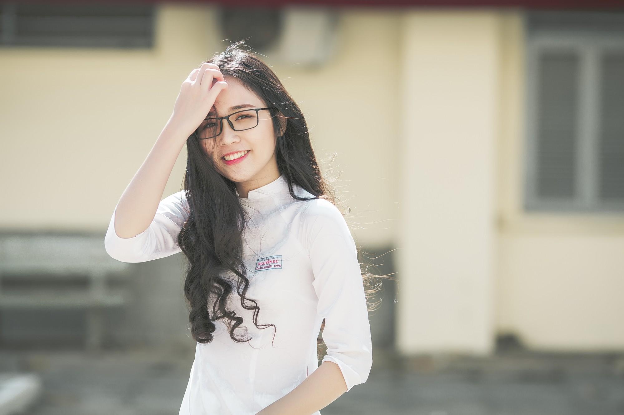 Không thể rời mắt trước bộ hình áo dài quá xinh của nữ sinh 2000 đến từ Đắk Lắk - Ảnh 2.