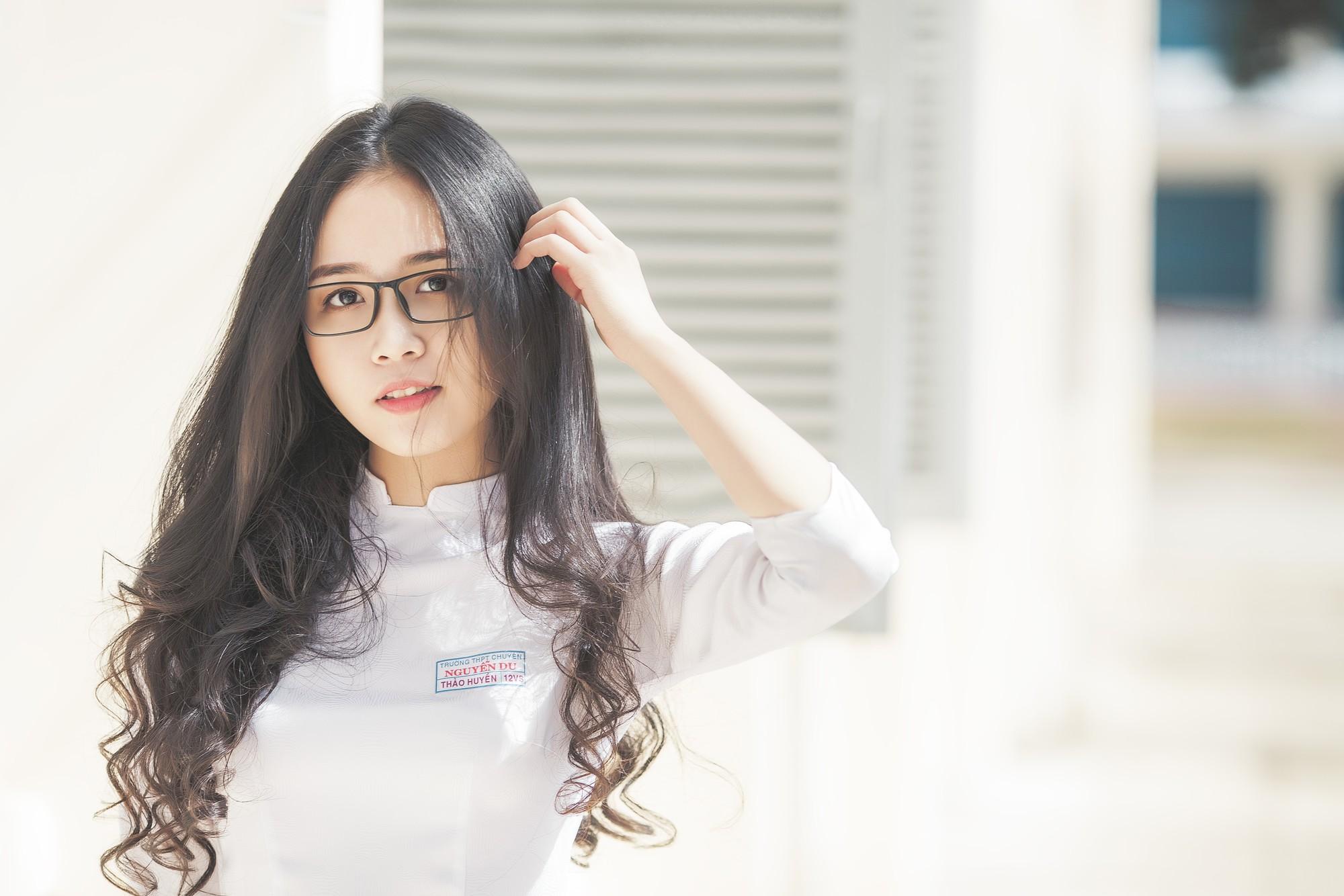 Không thể rời mắt trước bộ hình áo dài quá xinh của nữ sinh 2000 đến từ Đắk Lắk - Ảnh 10.