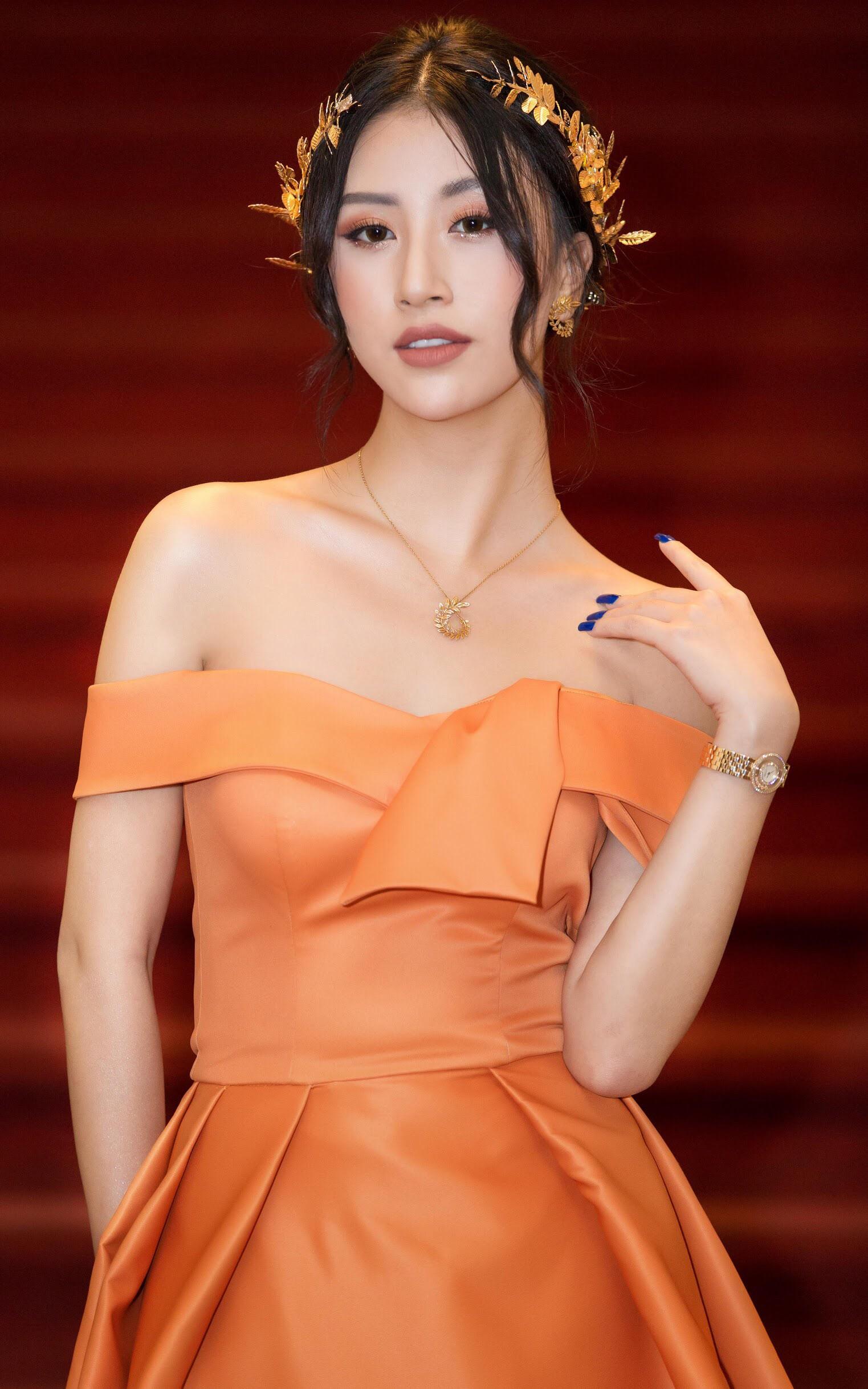 Quỳnh Anh Shyn lại công phá thảm đỏ với trang phục lộng lẫy, đeo bộ trang sức hơn 1 tỷ đồng - Ảnh 2.