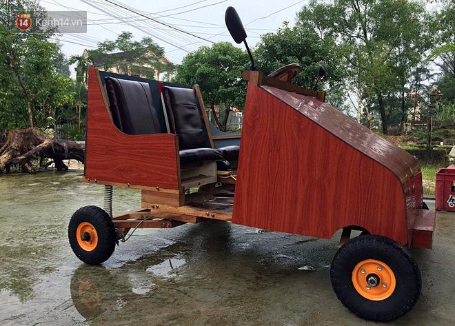 Nam sinh lớp 9 chế tạo ô tô điện từ gỗ và phế liệu để chở các em nhỏ đi học - Ảnh 5.