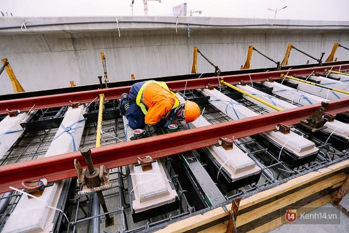 Chùm ảnh: Hơn 2,5km đường ray tàu trên cao tuyến Metro Bến Thành - Suối Tiên ở Sài Gòn đã hoàn thành - Ảnh 11.
