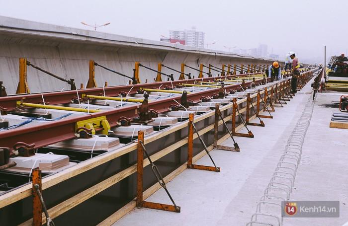 Chùm ảnh: Hơn 2,5km đường ray tàu trên cao tuyến Metro Bến Thành - Suối Tiên ở Sài Gòn đã hoàn thành - Ảnh 6.