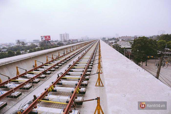 Chùm ảnh: Hơn 2,5km đường ray tàu trên cao tuyến Metro Bến Thành - Suối Tiên ở Sài Gòn đã hoàn thành - Ảnh 4.
