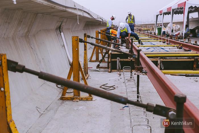 Chùm ảnh: Hơn 2,5km đường ray tàu trên cao tuyến Metro Bến Thành - Suối Tiên ở Sài Gòn đã hoàn thành - Ảnh 7.