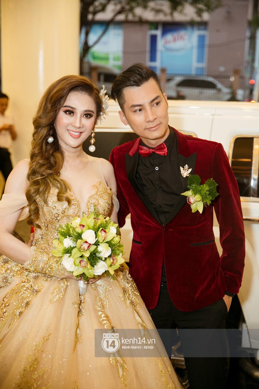 Dàn siêu xe phục vụ cho tiệc cưới của Lâm Khánh Chi và hôn phu kém 8 tuổi - Ảnh 7.