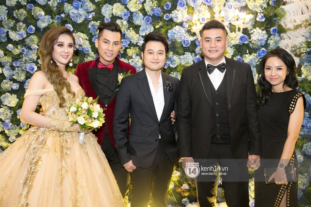 Lê Giang lần đầu lộ diện sau lùm xùm với Duy Phương, cùng dàn sao Vbiz đến chúc mừng đám cưới của Lâm Khánh Chi - Ảnh 7.