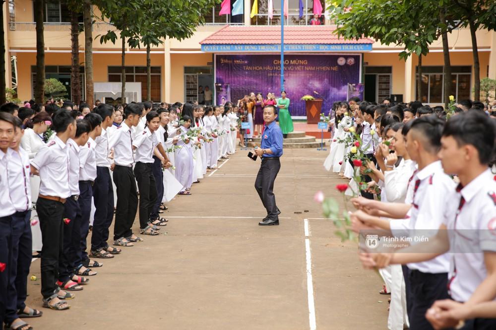 Ngay từ sớm, trường THPT Lê Hữu Trác đã có mặt đông đủ để chào đón tân Hoa hậu.