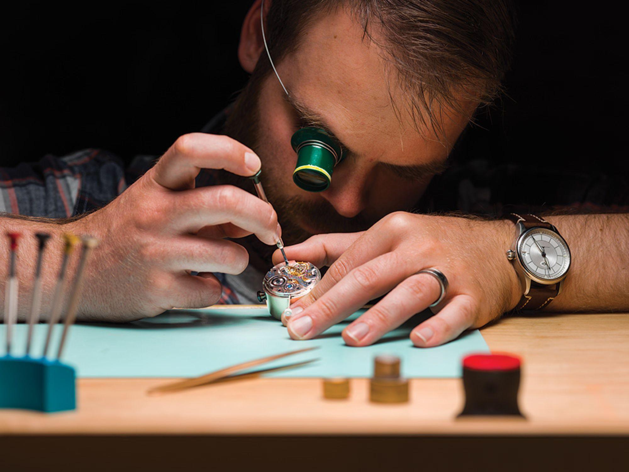 Cửa hiệu chế tạo đồng hồ cao cấp cuối cùng ở Mỹ: mỗi năm làm chưa đến 60 cái nhưng mỗi cái bán tới 2 tỉ đồng - Ảnh 6.