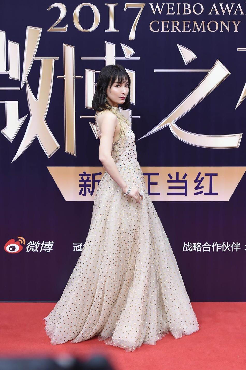 Thảm đỏ Weibo: Angela Baby xuống sắc không phanh, Dương Mịch - Na Trát cùng dàn mỹ nhân cạnh tranh nhan sắc khốc liệt - Ảnh 20.