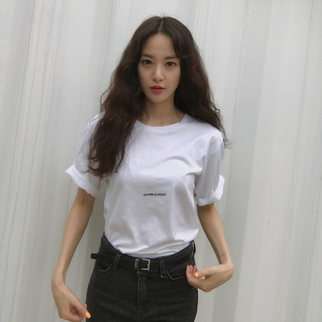 Là bạn gái G-Dragon nhưng Lee Joo Yeon chỉ trung thành với đồ basic thôi - Ảnh 7.