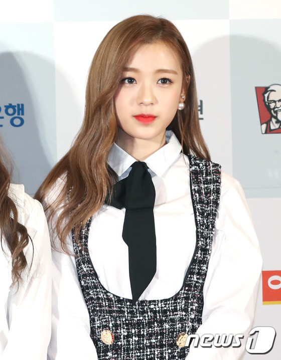 Minh Hằng tự tin diện áo dài, mỹ nhân U30 chiếm hết spotlight vì đẹp như nữ thần bên Wanna One trên thảm đỏ sự kiện tại Hàn - Ảnh 33.
