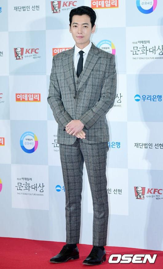 Minh Hằng tự tin diện áo dài, mỹ nhân U30 chiếm hết spotlight vì đẹp như nữ thần bên Wanna One trên thảm đỏ sự kiện tại Hàn - Ảnh 27.