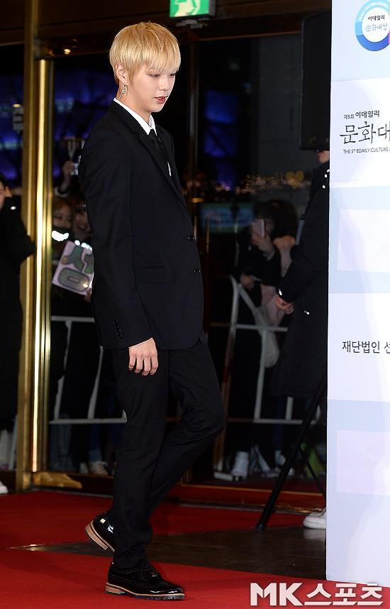 Minh Hằng tự tin diện áo dài, mỹ nhân U30 chiếm hết spotlight vì đẹp như nữ thần bên Wanna One trên thảm đỏ sự kiện tại Hàn - Ảnh 15.