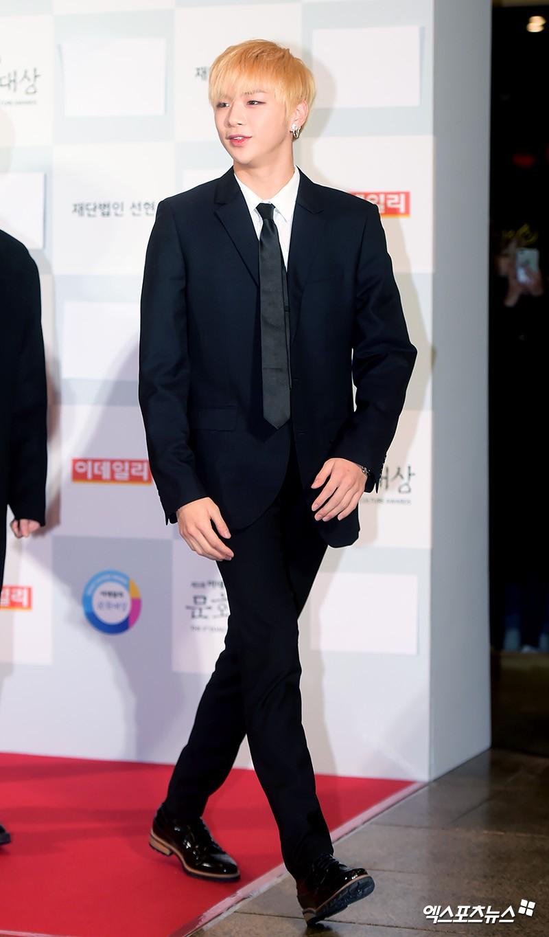 Minh Hằng tự tin diện áo dài, mỹ nhân U30 chiếm hết spotlight vì đẹp như nữ thần bên Wanna One trên thảm đỏ sự kiện tại Hàn - Ảnh 16.