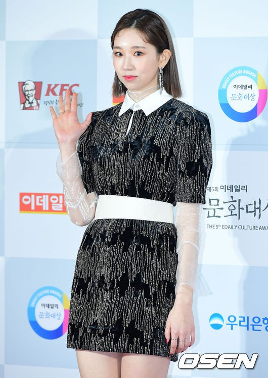 Minh Hằng tự tin diện áo dài, mỹ nhân U30 chiếm hết spotlight vì đẹp như nữ thần bên Wanna One trên thảm đỏ sự kiện tại Hàn - Ảnh 36.
