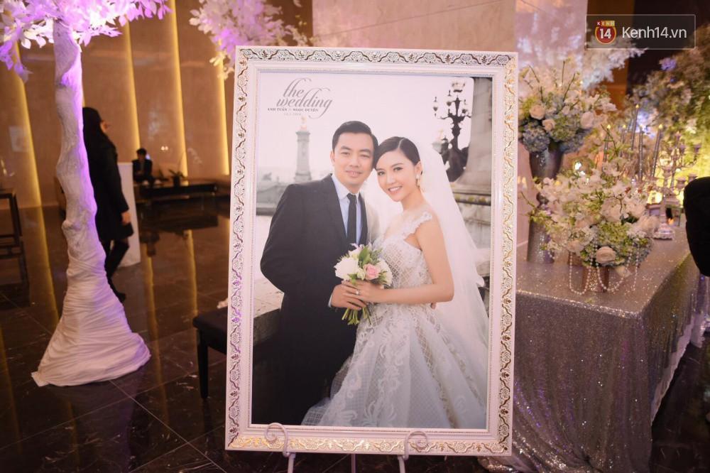 Ngọc Duyên cực xinh đẹp, hạnh phúc sánh đôi bên ông xã hơn 18 tuổi trong tiệc cưới xa hoa tại Hà Nội - Ảnh 14.