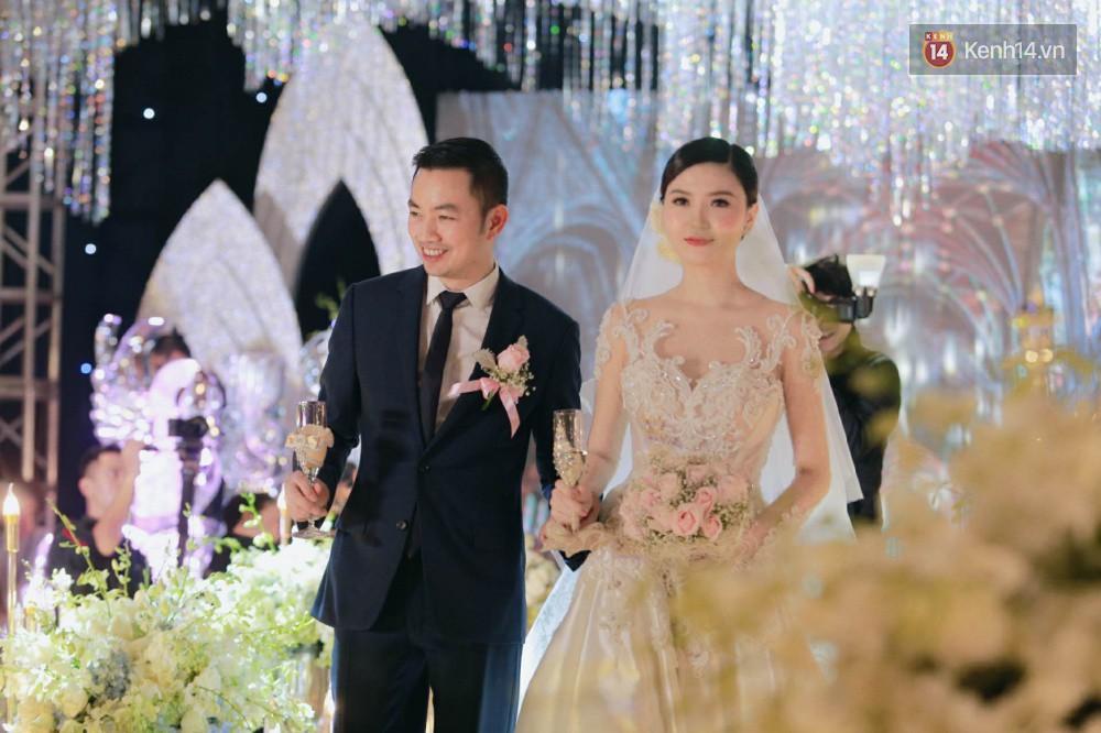 Ngọc Duyên cực xinh đẹp, hạnh phúc sánh đôi bên ông xã hơn 18 tuổi trong tiệc cưới xa hoa tại Hà Nội - Ảnh 5.