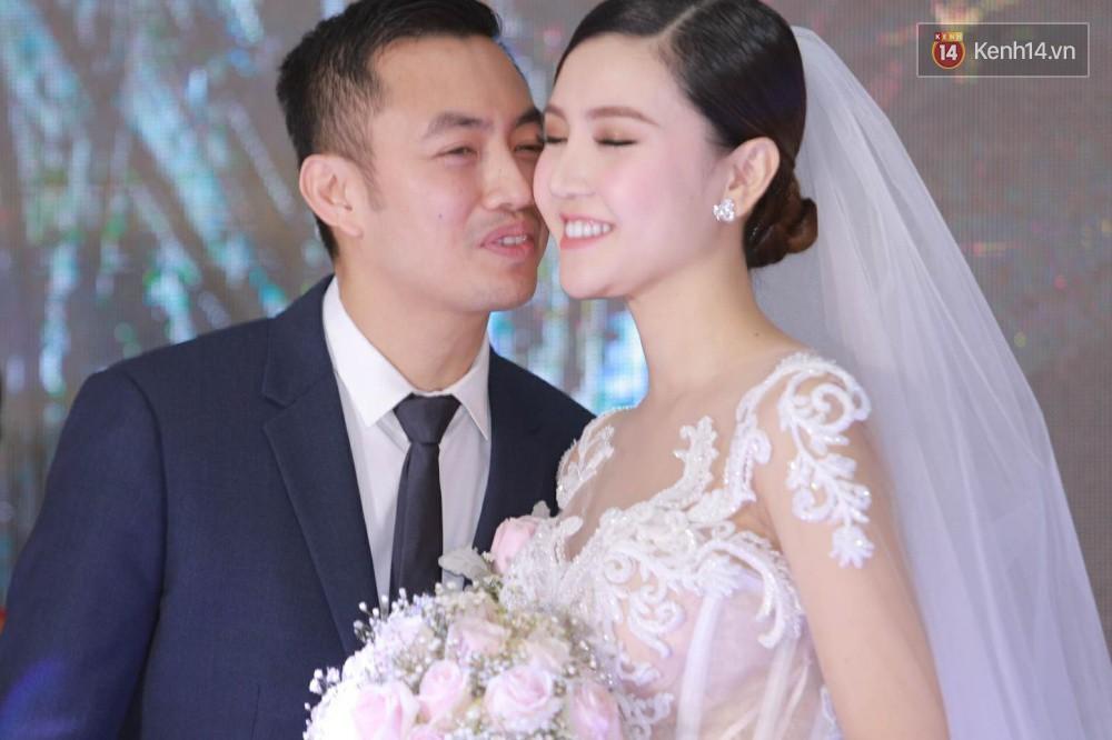 Ngọc Duyên cực xinh đẹp, hạnh phúc sánh đôi bên ông xã hơn 18 tuổi trong tiệc cưới xa hoa tại Hà Nội - Ảnh 11.