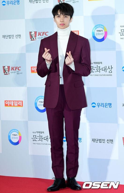 Minh Hằng tự tin diện áo dài, mỹ nhân U30 chiếm hết spotlight vì đẹp như nữ thần bên Wanna One trên thảm đỏ sự kiện tại Hàn - Ảnh 34.