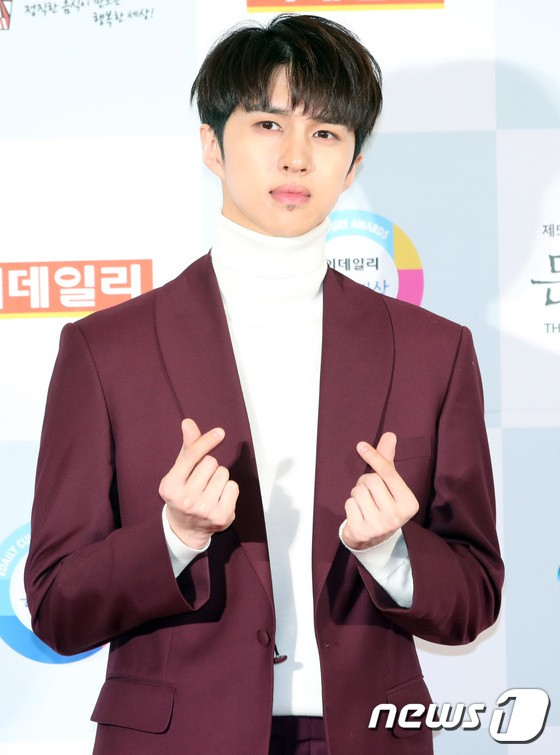 Minh Hằng tự tin diện áo dài, mỹ nhân U30 chiếm hết spotlight vì đẹp như nữ thần bên Wanna One trên thảm đỏ sự kiện tại Hàn - Ảnh 35.