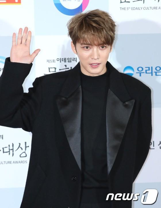 Minh Hằng tự tin diện áo dài, mỹ nhân U30 chiếm hết spotlight vì đẹp như nữ thần bên Wanna One trên thảm đỏ sự kiện tại Hàn - Ảnh 26.