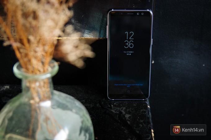 Đập hộp Galaxy A8 (2018): Có gì mới trong bộ sản phẩm cận cao cấp chính hãng Samsung? - Ảnh 9.