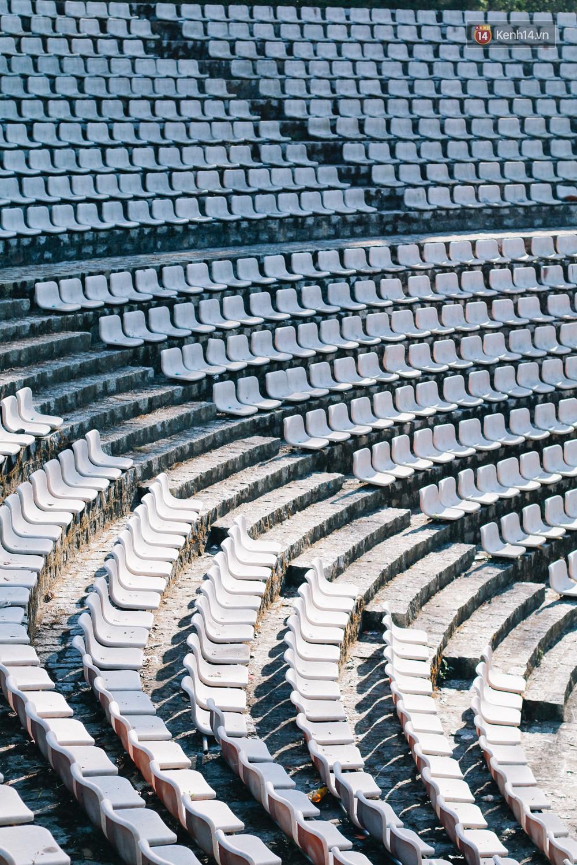 Giới trẻ xôn xao trước thông tin khu khán đài với dãy ghế trắng ở Nhà thiếu nhi Đà Lạt đã bị đóng cửa - Ảnh 1.