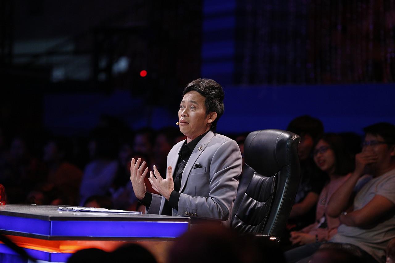 Hoài Linh hốt hoảng chạy lên sân khấu, dọa đánh Phi Nhung vì sợ lộ nhiều bí mật động trời - Ảnh 3.