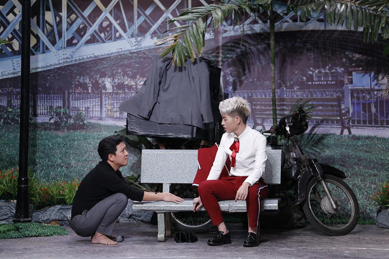 Hoài Linh hốt hoảng chạy lên sân khấu, dọa đánh Phi Nhung vì sợ lộ nhiều bí mật động trời - Ảnh 4.