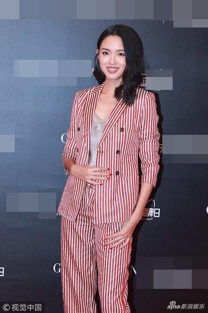 Hoa hậu Thế giới kiêm mẹ bỉm sữa Trương Tử Lâm khoe nhan sắc rạng rỡ ở tuổi 33 - Ảnh 3.