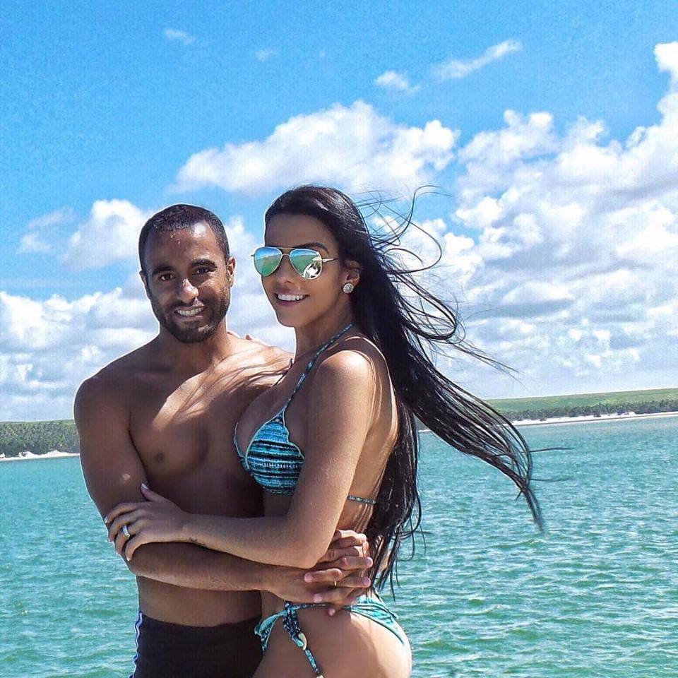Mục tiêu mới của Man Utd có vợ đẹp như Kendall Jenner - Ảnh 4.