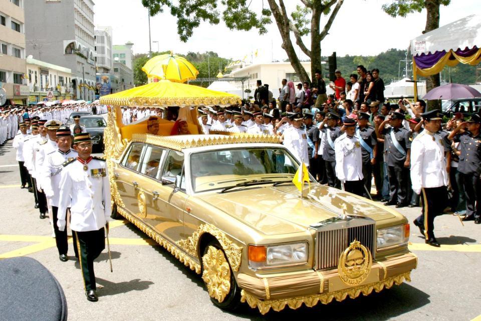 Hoàng tử Brunei, cầu thủ giàu nhất thế giới bóng đá - Ảnh 8.