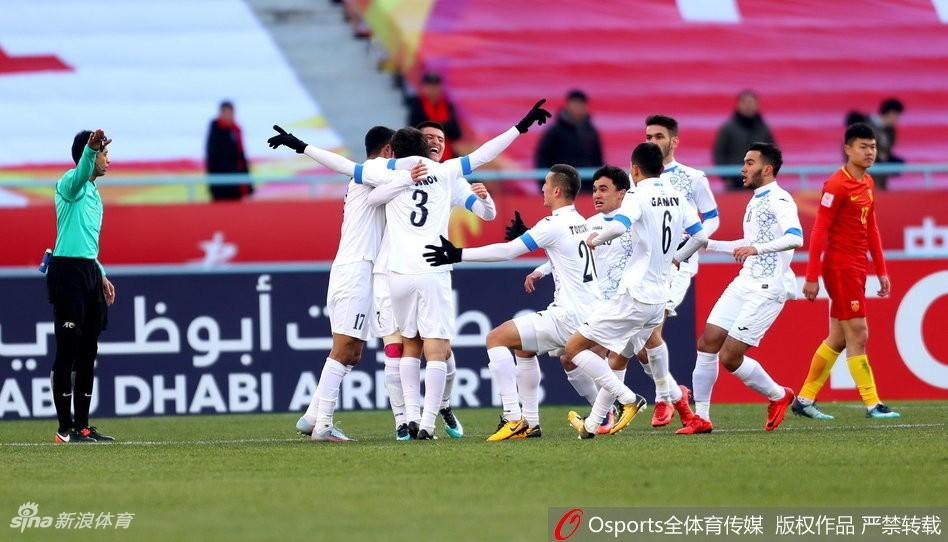 """U23 Trung Quốc thua đau trước chiếc """"xe buýt 2 tầng"""" của U23 Uzbekistan - Ảnh 4."""