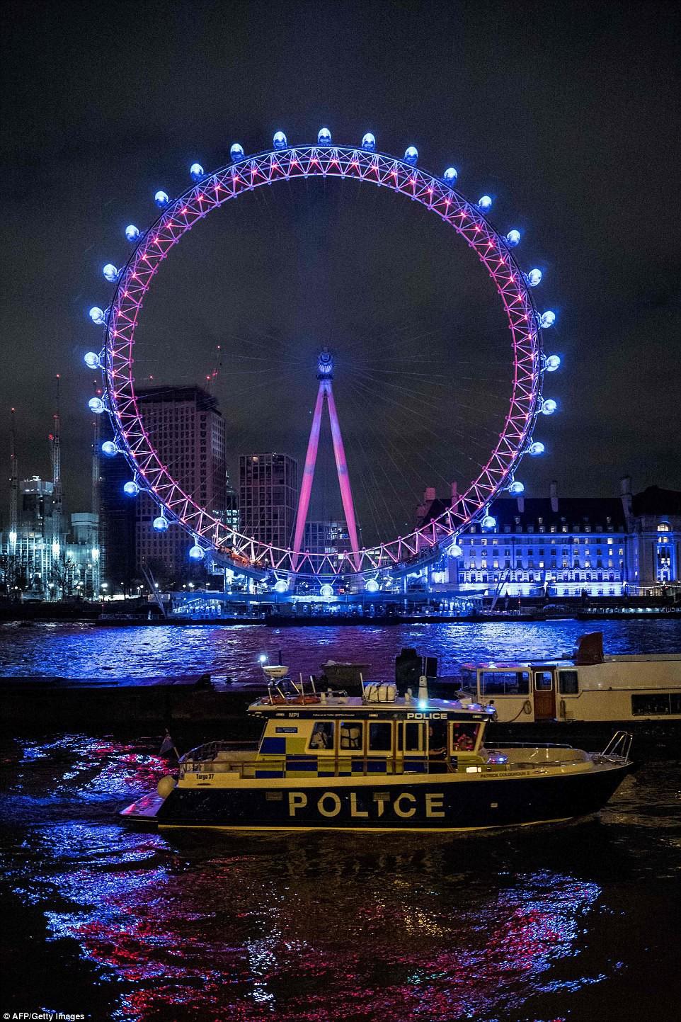 Chùm ảnh: Năm mới 2018 hân hoan trên toàn châu Âu, bầu trời London, Paris ngập tràn pháo hoa rực rỡ - Ảnh 9.