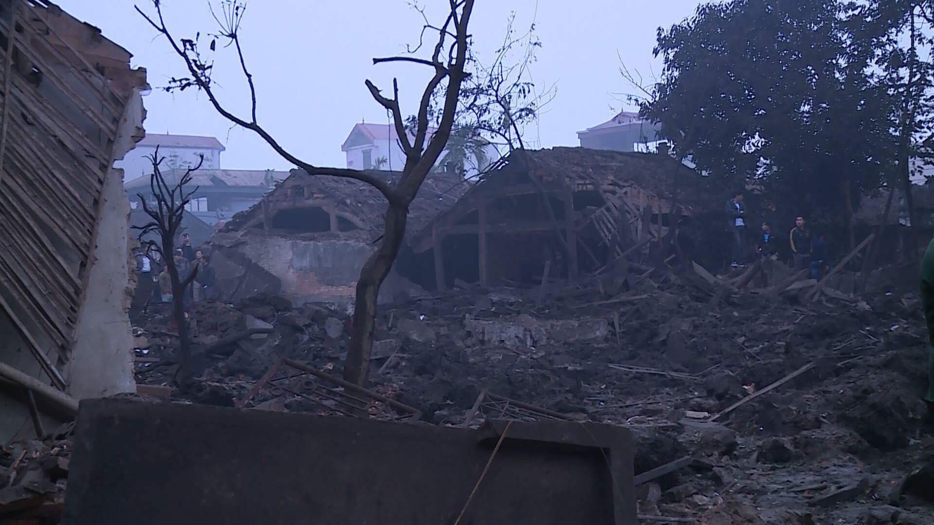 Nổ kinh hoàng ở Bắc Ninh lúc rạng sáng khiến 2 cháu bé tử vong, nhiều ngôi nhà bị san phẳng - Ảnh 2.
