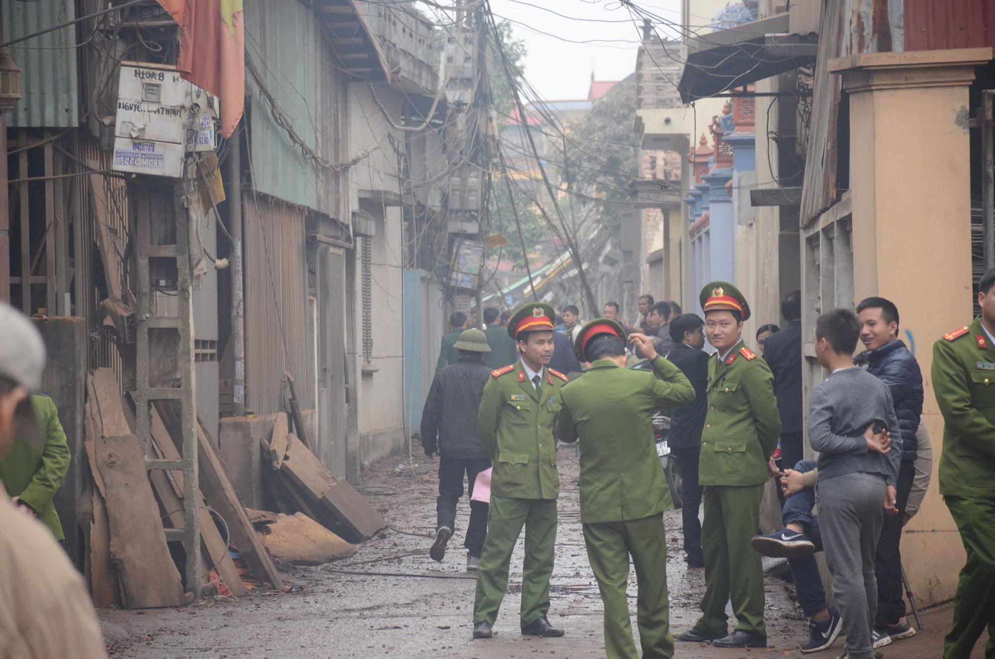 Khởi tố, bắt tạm giam chủ kho phế liệu phát nổ vì tội tàng trữ 7 tấn vũ khí quân dụng - Ảnh 1.