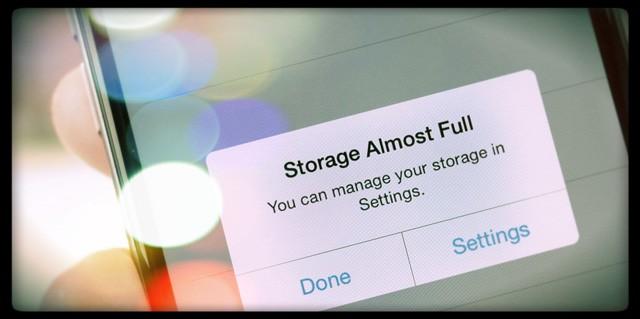 iPhone liên tục báo đầy bộ nhớ: Nguyên nhân và cách khắc phục từ A-Z - Ảnh 1.
