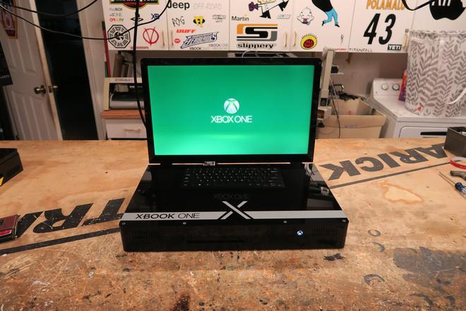 Anh chàng hacker này biến Xbox One X thành một chiếc laptop độc nhất vô nhị có giá 2.500 USD - Ảnh 1.