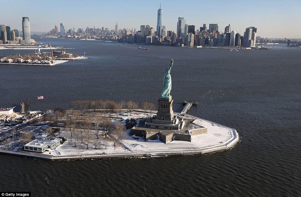 Sau trận bão tuyết kinh hoàng, thành phố New York hoang tàn, ảm đạm như trong phim Ngày Tận Thế - Ảnh 2.