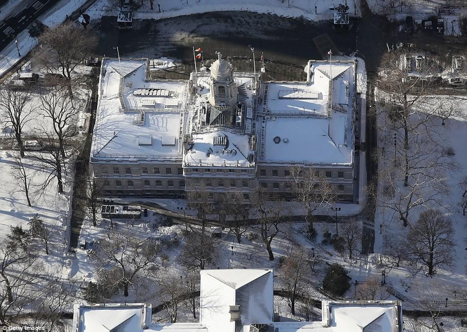 Sau trận bão tuyết kinh hoàng, thành phố New York hoang tàn, ảm đạm như trong phim Ngày Tận Thế - Ảnh 13.