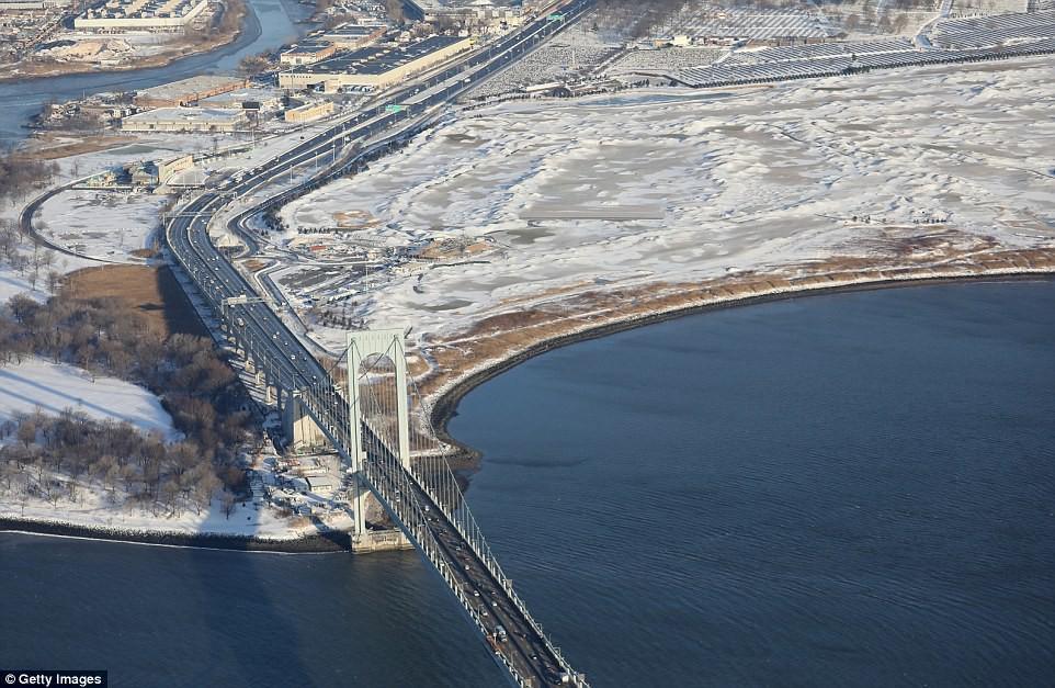 Sau trận bão tuyết kinh hoàng, thành phố New York hoang tàn, ảm đạm như trong phim Ngày Tận Thế - Ảnh 15.