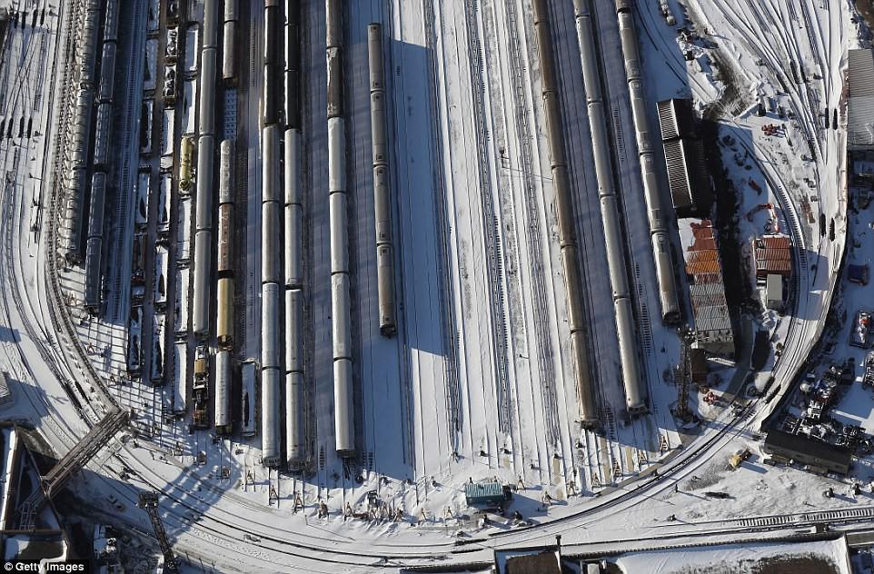 Sau trận bão tuyết kinh hoàng, thành phố New York hoang tàn, ảm đạm như trong phim Ngày Tận Thế - Ảnh 17.