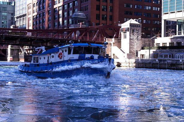Câu chuyện 2 bán cầu: sông Chicago, Mỹ đóng băng dưới cái lạnh -50 độ C, Sydney nắng nóng kỷ lục 47 độ C, cao nhất 79 năm qua - Ảnh 2.